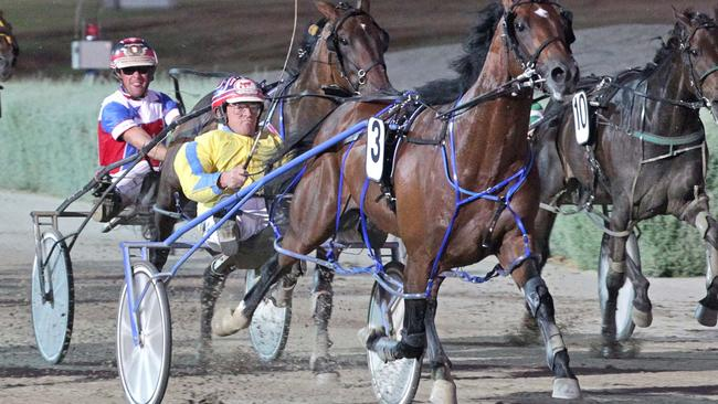 Race 6: Tabcorp Park, Saturday 14-2-2015 Tab.com.au Inter Dominion (Victorian Heat) (Group 2) (M0 or better.) Winner: Lennytheshark (3) Trainer: David Aiken; Driver: Chris Alford Race Distance: 2,240 metres Mile Rate: 1.55.9 photography: Stuart McCormick