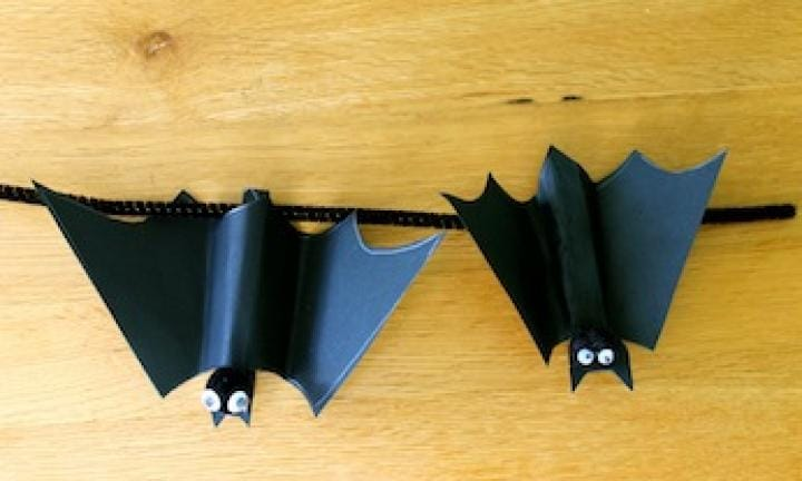 Make Halloween peg bats