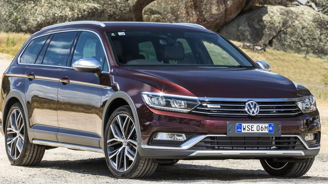 vw passat alltrack waves the flag for versatile station wagons. Black Bedroom Furniture Sets. Home Design Ideas