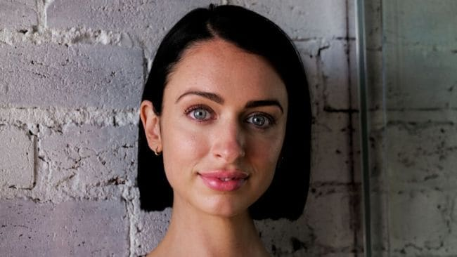 Chantelle Otten gives her best online dating advice to improve your bio. Image: Supplied.