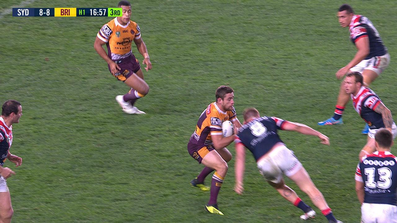 Sydney Roosters forward Dylan Napa knocks out Broncos hooker Andrew McCullough in Round 24.