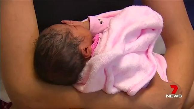 Young mum gives birth in pizza shop (7 News)