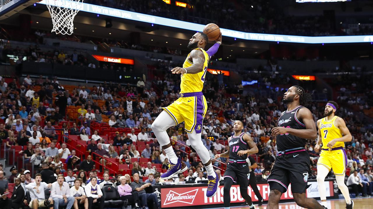 890cbe37fec LeBron James drops 51 points in Los Angeles Lakers  win over Miami Heat