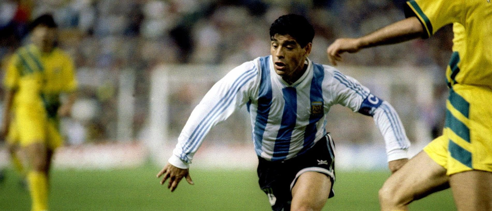 31 OCT 1993: DIEGO MARADONA OF ARGENTINA IN ACTION AGAINST AUSTRALIA DURING A WORLD CUP QUALIFIER IN SYDNEY. Mandatory Credit: Pascal Rondeau/ALLSPORT