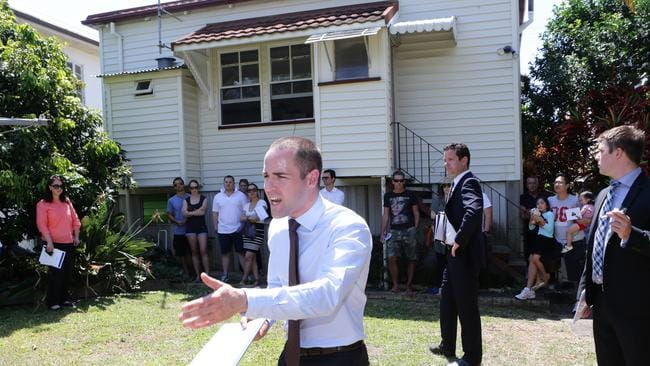 Auctioneer Jason Andrew auctions a house at Gordon Park. Picture: Darren England.