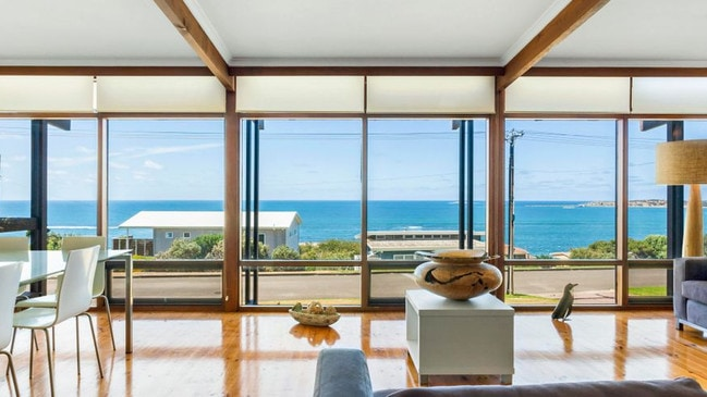 Take A Step Back In Time With This 1970s Party House On The Fleurieu