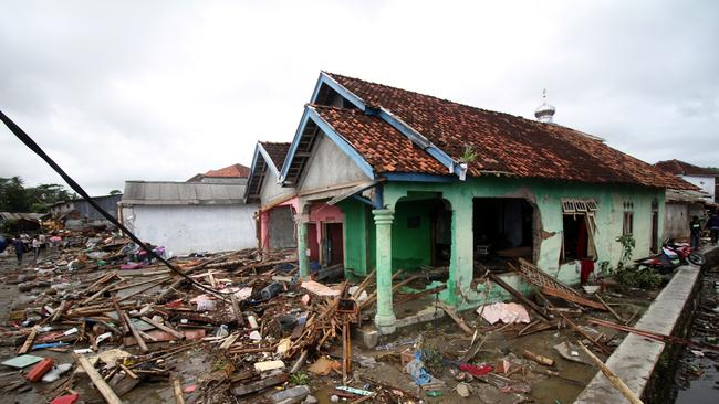 Disaster agency spokesman Sutopo Purwo Nugroho said 373 deaths had been confirmed and at least 1500 people were injured.