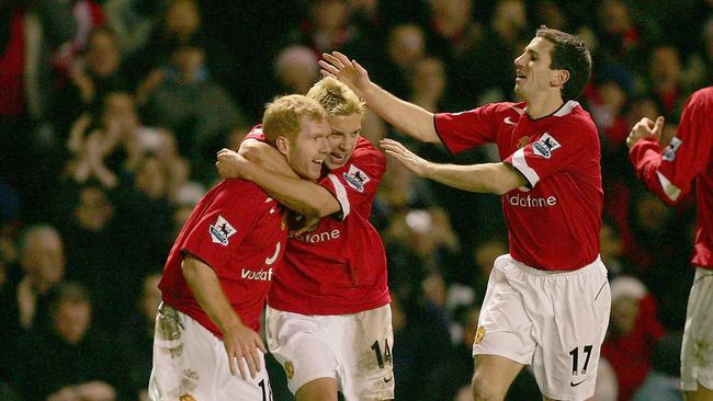 Paul Scholes of Manchester United celebrates scoring the second goal against Bolton Wanderers with Alan Smith and Liam Miller