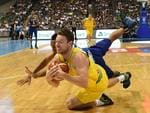 Jason Castro (R) of the Philippines vies for the ball with Matthew Dellavedova of Australia during their FIBA World Cup Asian qualifier game at the Philippine arena in Bocaue town, Bulacan province, north of Manila on July 2, 2018. Australia won by default 89-53. Australia won by default 89-53. / AFP PHOTO / TED ALJIBE