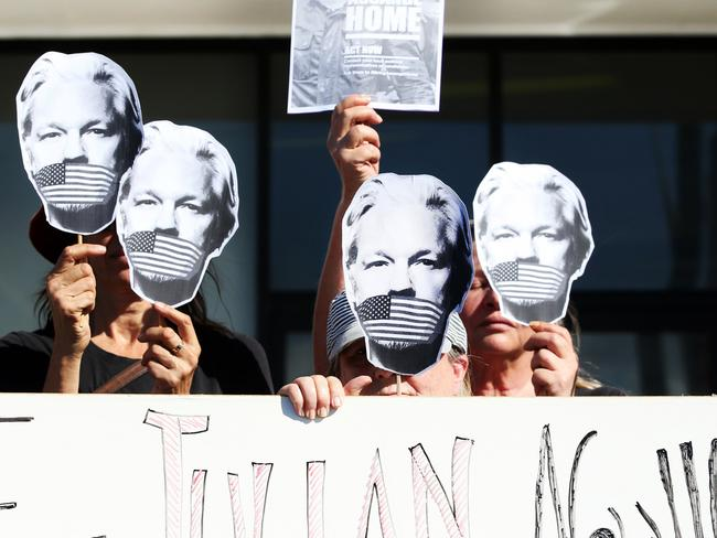Julian Assange protesters outside Federal Member for Richmond Justine Elliot's office in Tweed Heads.