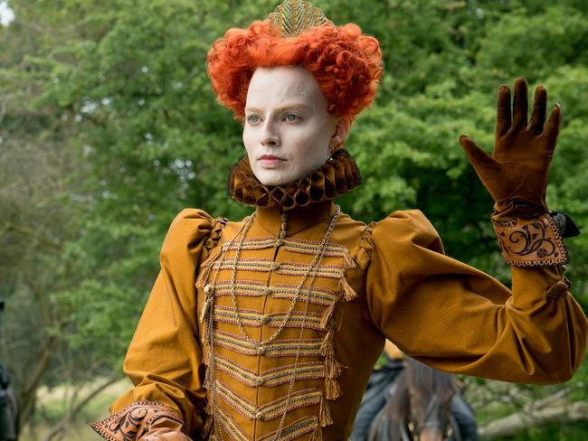 Margot Robbie stars as Queen Elizabeth I.