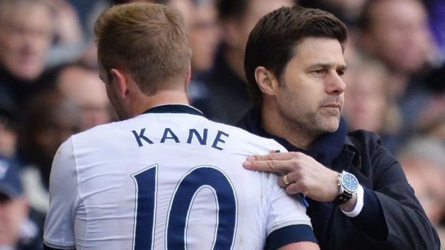 Tottenham Hotspur's Argentinian head coach Mauricio Pochettino (R) embraces Harry Kane.