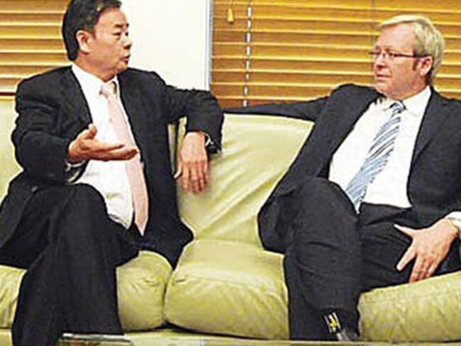 Chinese billionaire Dr Chau Chak Wing pictured with former Prime Minister Kevin Rudd.