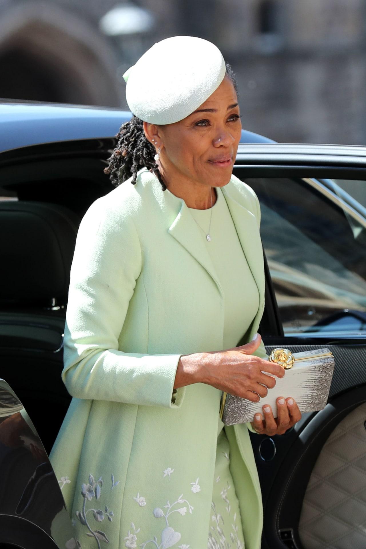 Royal Wedding Dress Meghan Markle.Meghan Markle S Mother Doria Ragland Brought Snacks To Her Royal