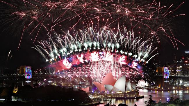New Year S Eve Storm Sydney Counts Down To Midnight
