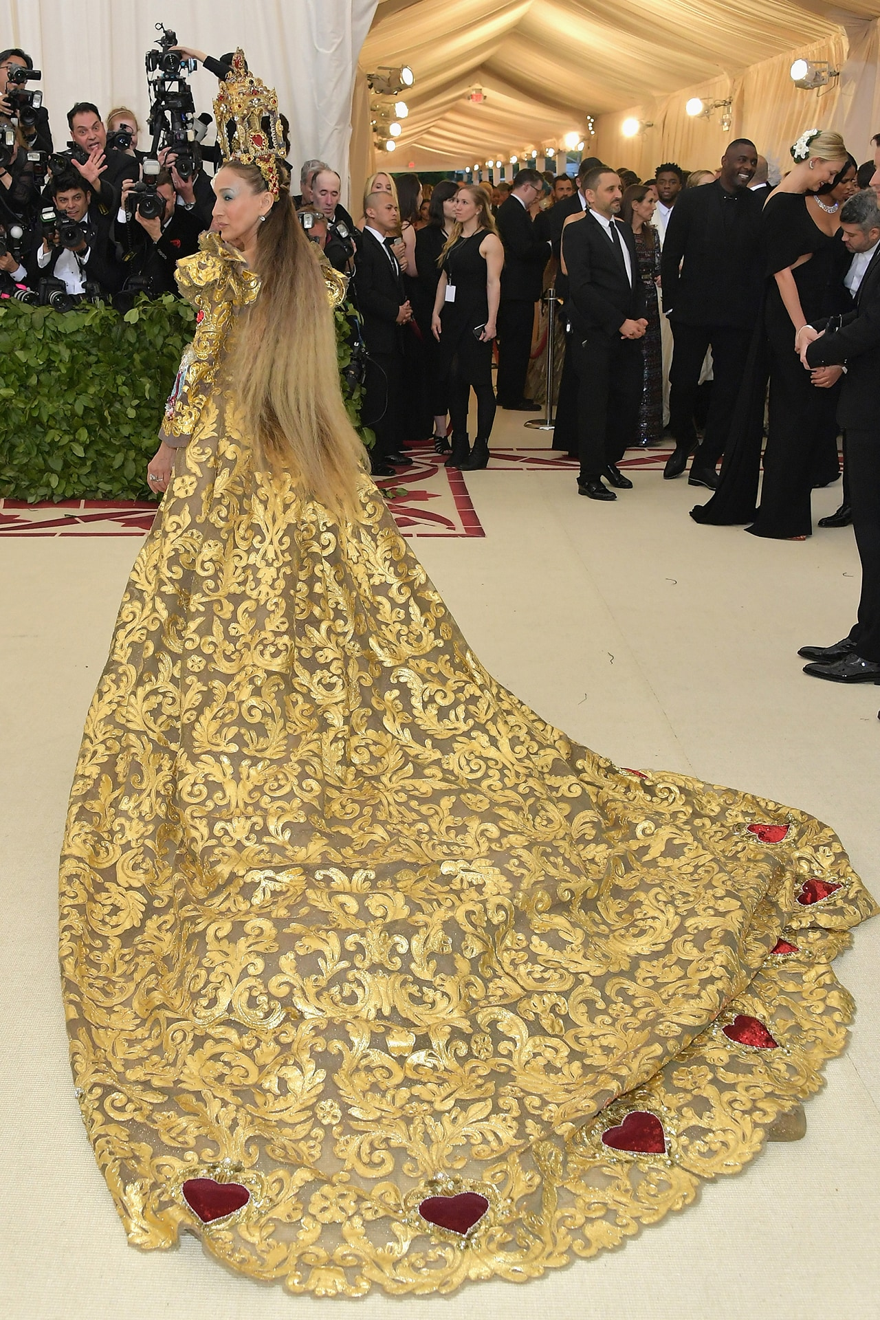 Sarah Jessica Parker at the Met Gala 2018 wearing Dolce & Gabbana. Image credit: Getty Images.