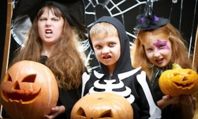 Easy costume: skeleton