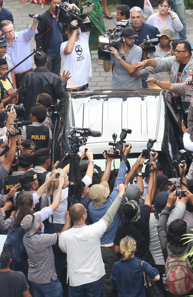 Police secure the car that take Schapelle Corby from the house to the Parole office in Denpasar, Bali. Picture: Lukman S. Bintoro