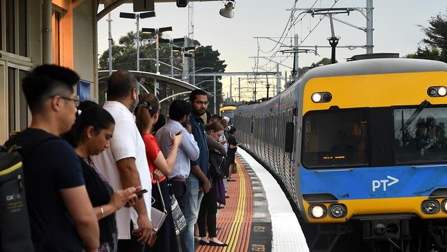 Pakenham line suspended: Metro warning of lengthy delays after person hit by train - NEWS.com.au