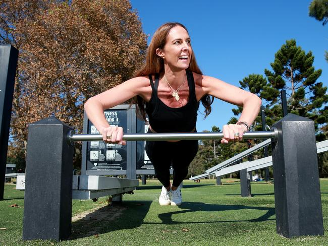 Fashion influencer Tash Sefton exercises at Rushcutters Bay Park in Sydney's east. Picture: Toby Zerna