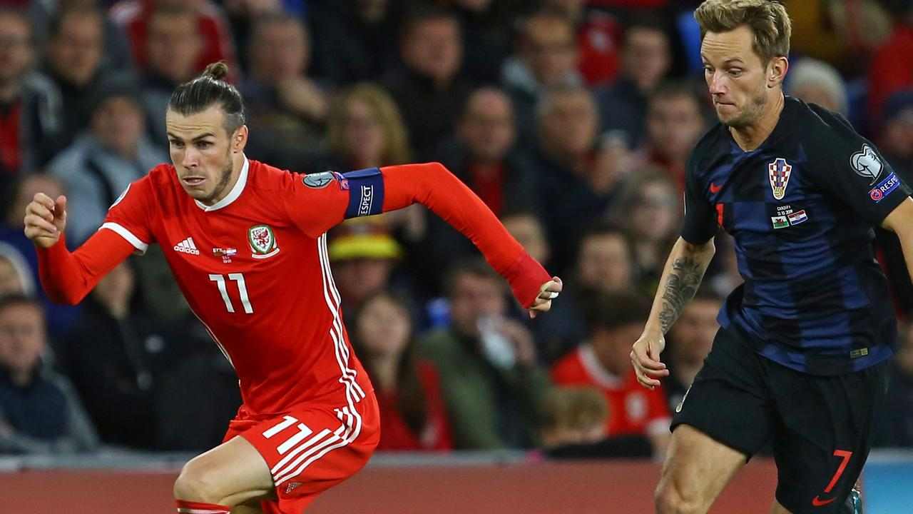 Wales' striker Gareth Bale (L) earned the Welsh a point against Luka Modric's Croatia. (Photo by GEOFF CADDICK / AFP)