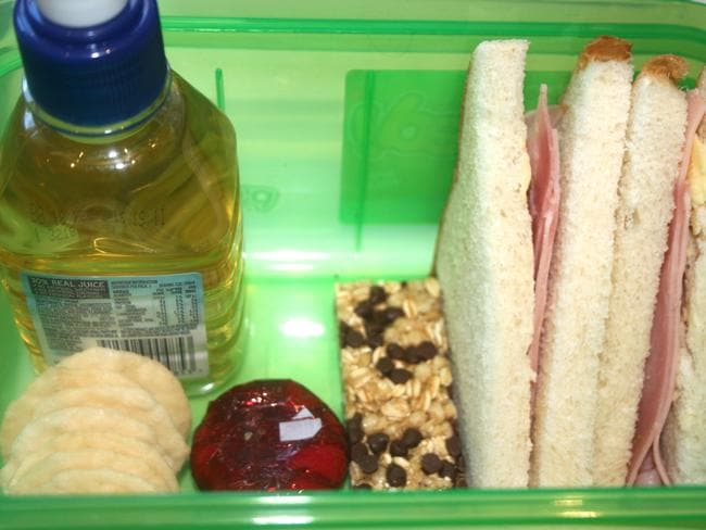 A bad lunch box: Snacks with added sugar and fat, refined carbohydrates (such as bread and crackers) with processed meat and a sugar sweetened beverage.