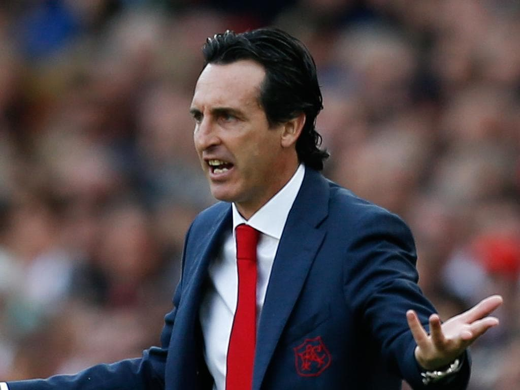 Arsenal's Spanish head coach Unai Emery reacts on the touchline during the English Premier League football match between Arsenal and West Ham United at the Emirates Stadium in London on August 25, 2018. (Photo by Ian KINGTON / AFP) / RESTRICTED TO EDITORIAL USE. No use with unauthorized audio, video, data, fixture lists, club/league logos or 'live' services. Online in-match use limited to 120 images. An additional 40 images may be used in extra time. No video emulation. Social media in-match use limited to 120 images. An additional 40 images may be used in extra time. No use in betting publications, games or single club/league/player publications. /