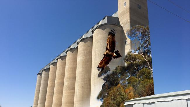 The design for the permanent art work that will adorn the Karoonda silos