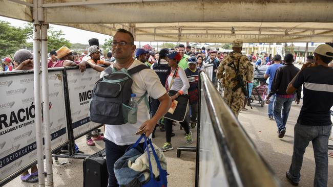 Venezuelans and Colombians returnee line up to enter to Colombia from Venezuela.
