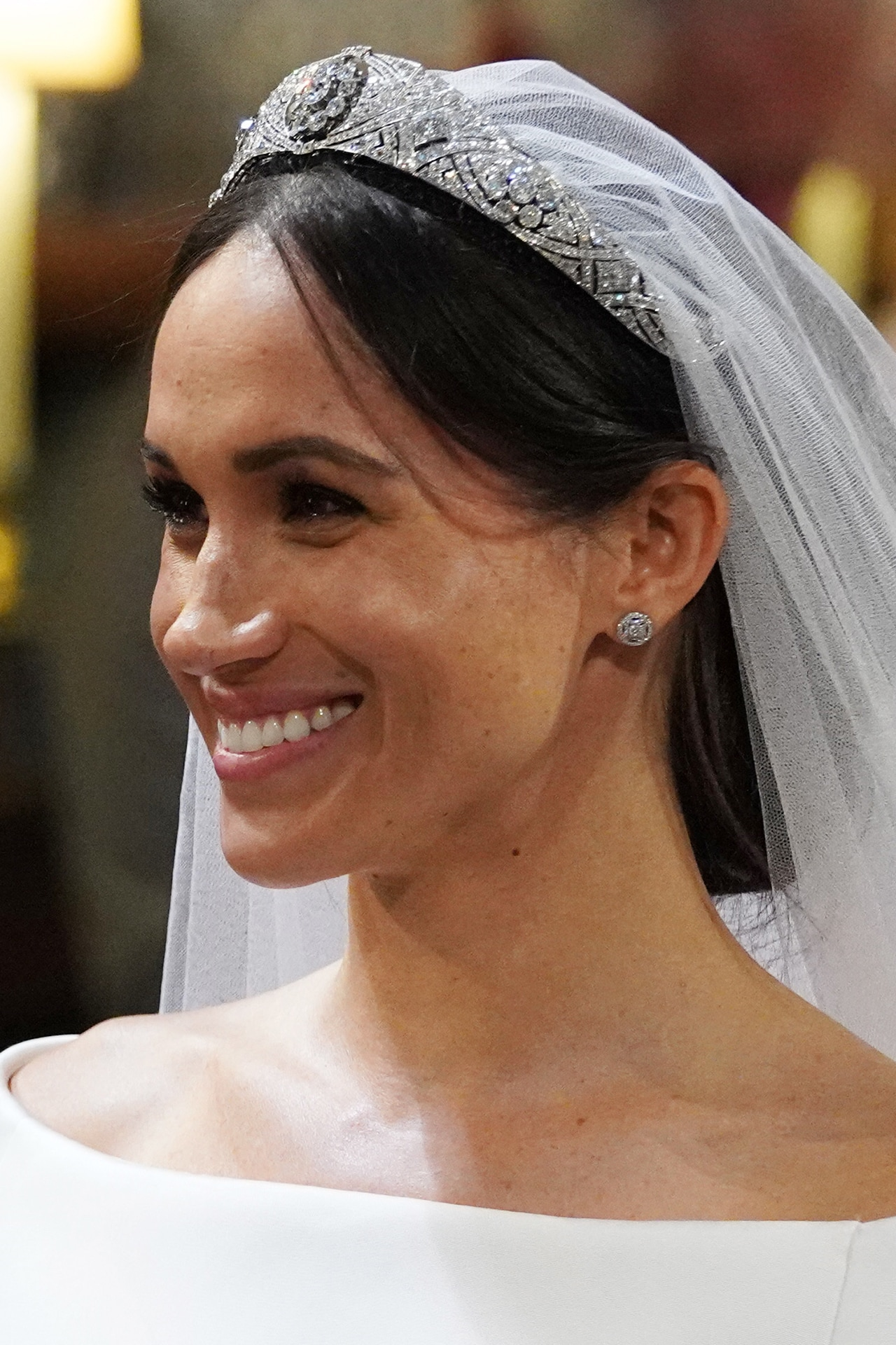 See how the Internet reacted to Meghan Markle's stray hair escaping from her wedding up-do