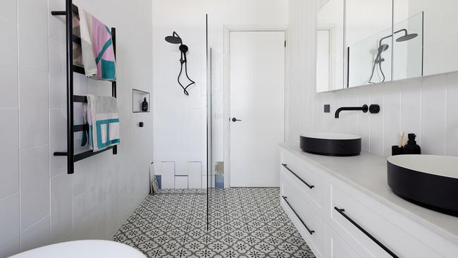 Tess and Luke went for a white tiled bathroom, but Neale thought it 'wasn't anything new'. Picture: The Block/ Channel 9