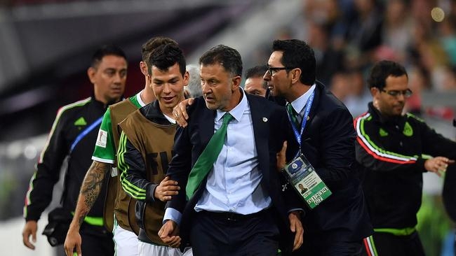Mexico's Colombian coach Juan Carlos Osorio (C) reacts during the 2017 Confederations Cup