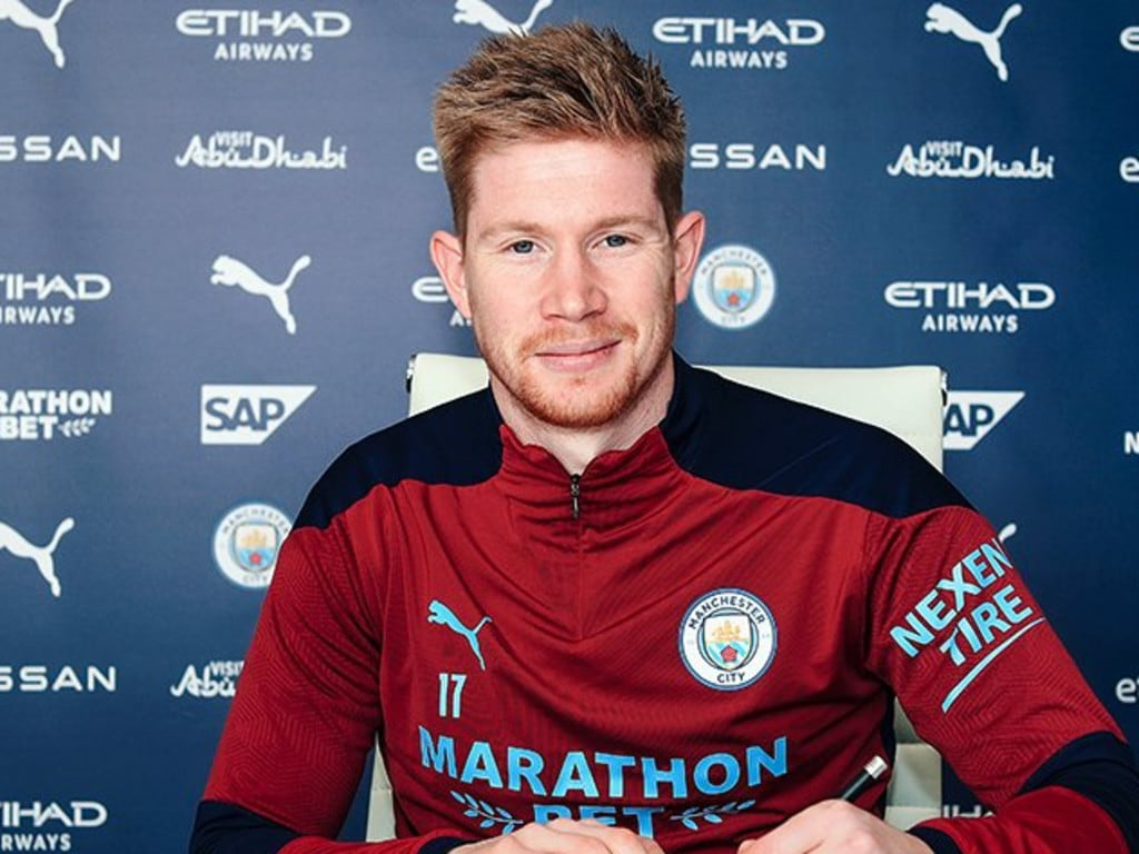 Kevin De Bruyne signs for City