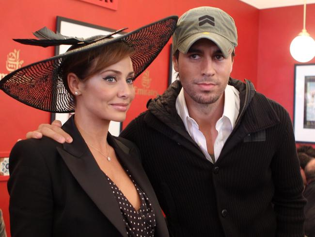 Natalie Imbruglia and Enrique Iglesias cuddle up.
