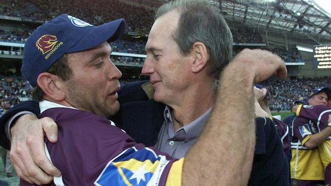 Gorden Tallis and Wayne Bennett after Brisbane claimed the 2000 NRL premiership.
