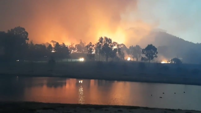 Bushfire engulfs Stanthorpe. Video: Glenda Riley