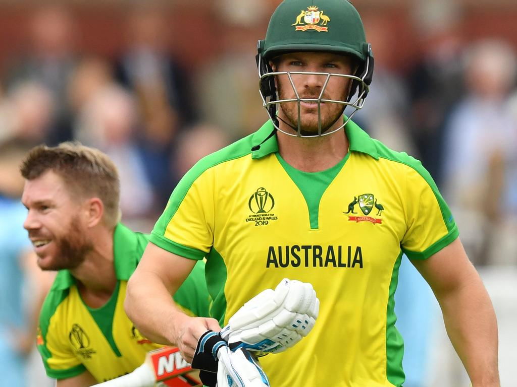 Australia's captain Aaron Finch (R) and teammate David Warner walk on the wicket during the 2019 Cricket World Cup group stage match between England and Australia at Lord's Cricket Ground in London on June 25, 2019. (Photo by Saeed KHAN / AFP) / RESTRICTED TO EDITORIAL USE
