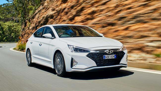 Hyundai Elantra Sport: Review with price, features, specs