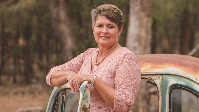 Kylee Tindale-Smith runs wire art workshops, to support Lifeline, on her property at Morven in Queensland. Picture: Olivia Johnson.