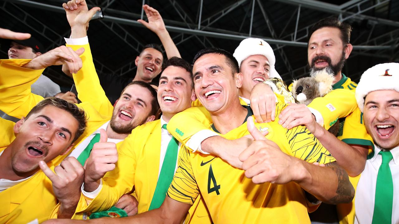 Tim Cahill of Australia celebrates his final match with the crowd. Picture: Getty Images