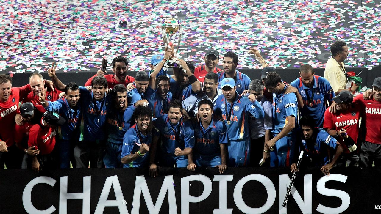"Sri Lanka ""sold"" the 2011 World Cup final to India, according to the island nation's former sports minister."