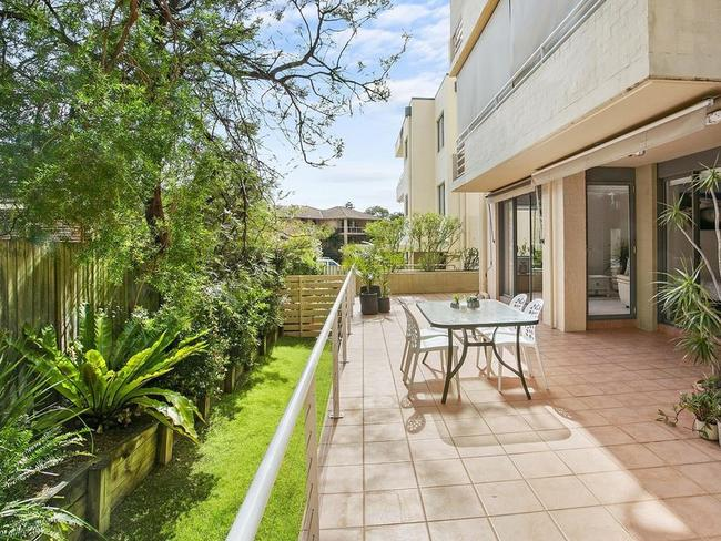 Eight people registered for the auction of this two-bedroom garden apartment.