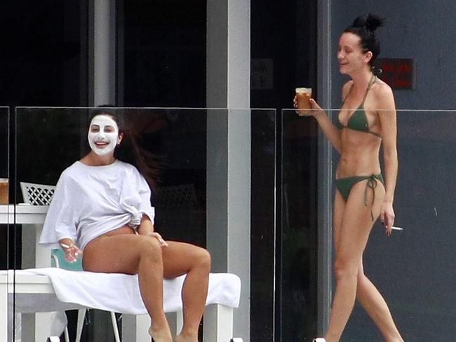 The two women were seen laughing and in high spirits. Picture: Diimex