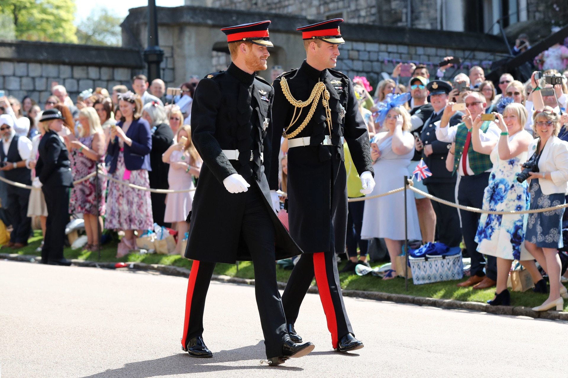 Prince Harry and his best man Prince William just arrived at Windsor Castle for his wedding