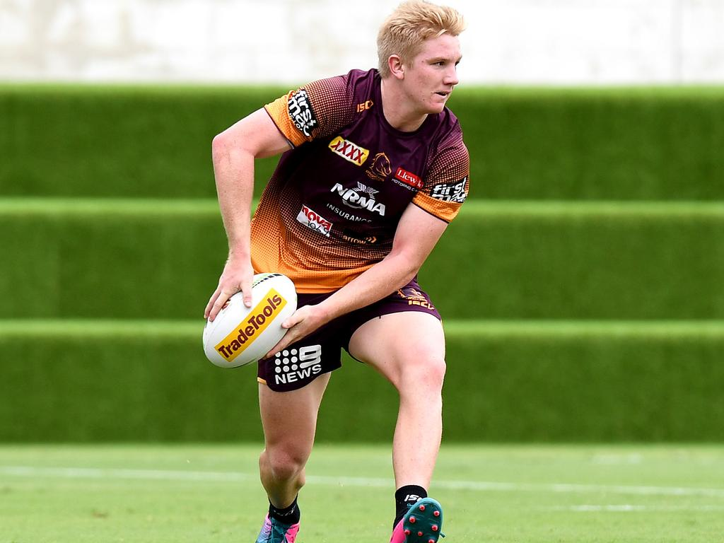 Tom Dearden looks to pass during a Brisbane Broncos NRL training session