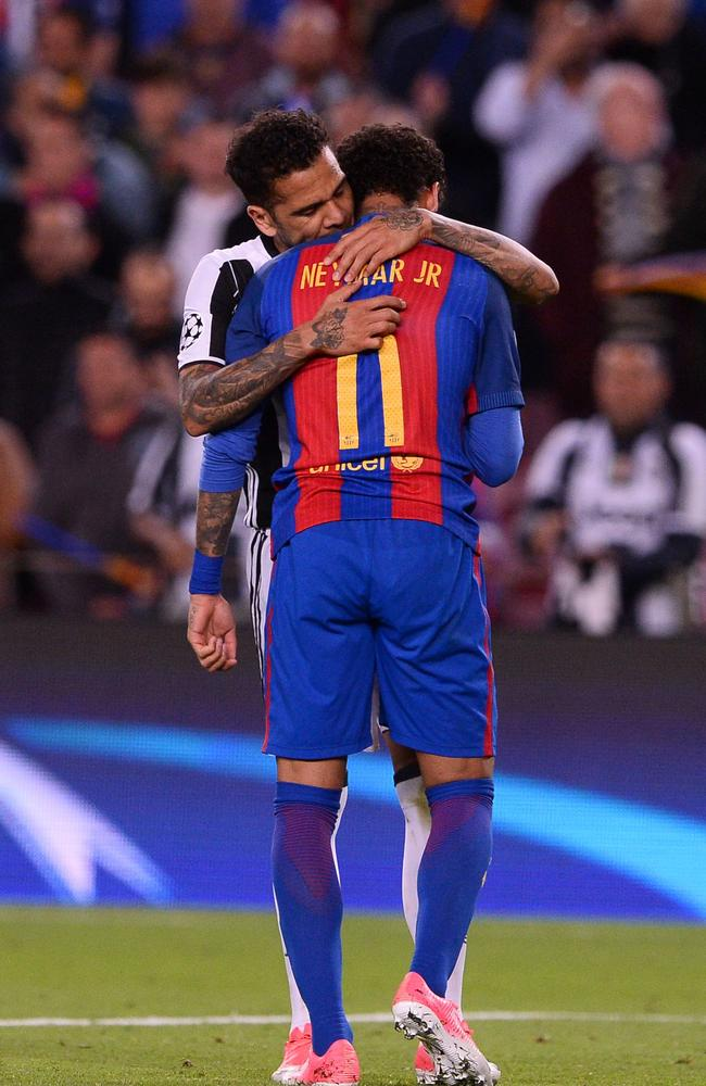 Barcelona's Brazilian forward Neymar (R) is comforted by Juventus' Brazilian defender Dani Alves.