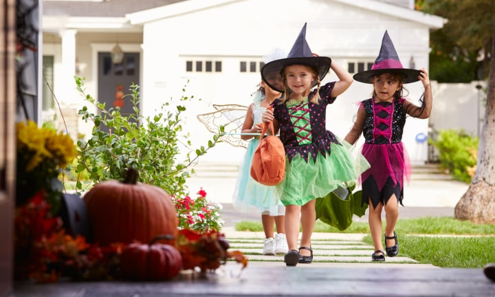 Mum terrified of Halloween posts job ad to take kids trick-or-treating