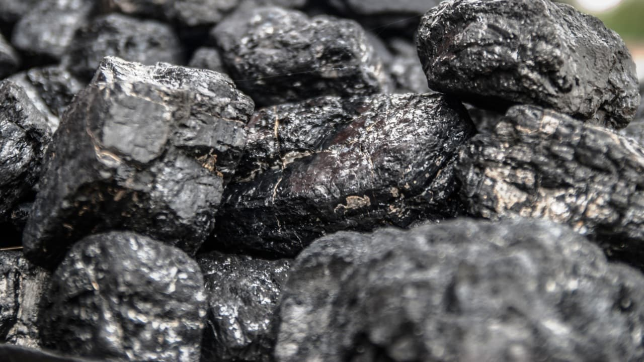 Govt investigates reports China has banned Australian coal imports