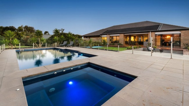 Relax and enjoy the facilities at 3 McLaren Court, Waurn Ponds.