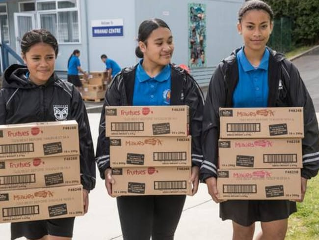 Asenati Auvele, 12, Losa Sakopo, 13, and Margaret Lelenga, 13, from Mangere East Primary School help unpack a delivery of food from KidsCan.